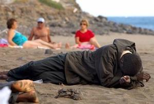 Exhausto en la playa