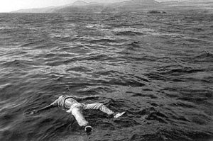 Cuerpo flotando